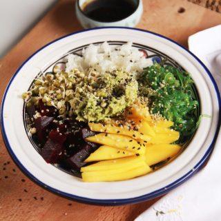Farebná Sushi bowl