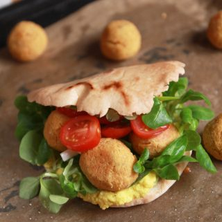 Plnený šošovicový falafel