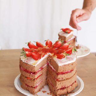 Bezlepková a vegánska malinovo – mandľová torta